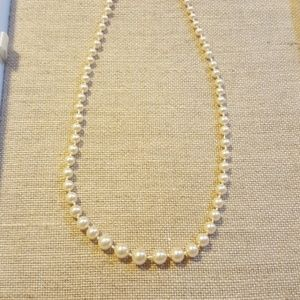 """20"""" Avon synthetic pearl necklace"""